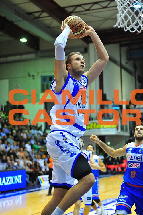 DESCRIZIONE : Sassari Lega A 2012-13 Dinamo Sassari - Enel Brindisi<br /> GIOCATORE :Michael Ignersky<br /> CATEGORIA :Tiro<br /> SQUADRA : Dinamo Sassari<br /> EVENTO : Campionato Lega A 2012-2013 <br /> GARA : Dinamo Sassari<br /> DATA : 04/11/2012<br /> SPORT : Pallacanestro <br /> AUTORE : Agenzia Ciamillo-Castoria/M.Turrini<br /> Galleria : Lega Basket A 2012-2013  <br /> Fotonotizia : Sassari Lega A 2012-13 Dinamo Sassari - Enel Brindisi<br /> Predefinita :