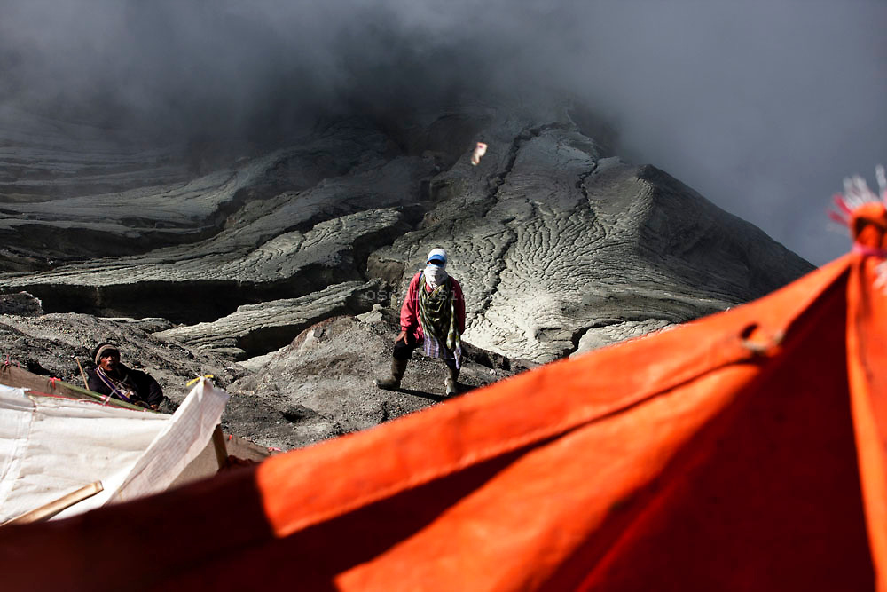 Villagers wait to catch offerings thrown by Hindu worshippers at crater of Mount Bromo during the Kasada Festival