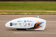 Op de RDW baan in Lelystad oefenen studenten met de nieuwe VeloX 8. In september wil het Human Power Team Delft en Amsterdam, dat bestaat uit studenten van de TU Delft en de VU Amsterdam, tijdens de World Human Powered Speed Challenge in Nevada een poging doen het wereldrecord snelfietsen voor vrouwen te verbreken met de VeloX 8, een gestroomlijnde ligfiets. Het record is met 121,81 km/h sinds 2010 in handen van de Francaise Barbara Buatois. De Canadees Todd Reichert is de snelste man met 144,17 km/h sinds 2016.<br /> <br /> At the RDW test track in Lelystad students test the VeloX 8. With the VeloX 8, a special recumbent bike, the Human Power Team Delft and Amsterdam, consisting of students of the TU Delft and the VU Amsterdam, also wants to set a new woman's world record cycling in September at the World Human Powered Speed Challenge in Nevada. The current speed record is 121,81 km/h, set in 2010 by Barbara Buatois. The fastest man is Todd Reichert with 144,17 km/h.