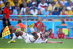 04.07.2014, Maracana, Rio de Janeiro, BRA, FIFA WM, Frankreich vs Deutschland, Viertelfinale, im Bild Sami Khedira, from Germany fights for the ball against from France // during quarterfinals between France and Germany of the FIFA Worldcup Brazil 2014 at the Maracana in Rio de Janeiro, Brazil on 2014/07/04. EXPA Pictures © 2014, PhotoCredit: EXPA/ Eibner-Pressefoto/ Cezaro<br /> <br /> *****ATTENTION - OUT of GER*****