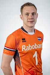 10-05-2017 NED: Selectie Nederlands volleybal team mannen 2017, Arnhem<br /> Op Papendal werd de selectie gepresenteerd / Daan van Haarlem #1