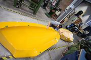 Een teamlid maakt een mal van de carbon kap schoon. In Delft wordt de VeloX 7 gebouwd in de D:Dreamhall. In september wil het Human Power Team Delft en Amsterdam, dat bestaat uit studenten van de TU Delft en de VU Amsterdam, tijdens de World Human Powered Speed Challenge in Nevada een poging doen het wereldrecord snelfietsen voor vrouwen te verbreken met de VeloX 7, een gestroomlijnde ligfiets. Het record is met 121,44 km/h sinds 2009 in handen van de Francaise Barbara Buatois. De Canadees Todd Reichert is de snelste man met 144,17 km/h sinds 2016.<br /> <br /> In Delft the Velox 7 is produced. With the VeloX 7, a special recumbent bike, the Human Power Team Delft and Amsterdam, consisting of students of the TU Delft and the VU Amsterdam, also wants to set a new woman's world record cycling in September at the World Human Powered Speed Challenge in Nevada. The current speed record is 121,44 km/h, set in 2009 by Barbara Buatois. The fastest man is Todd Reichert with 144,17 km/h.