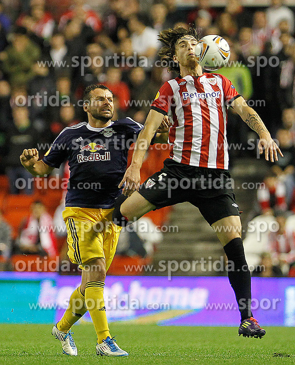 20.10.2011, San Mames Stadion, Bilbao, ESP, UEFA EL, Gruppe F, Athletic Bilbao (ESP) vs RB Salzburg (AUT), im Bild Athletic de Bilbao's Fernando Amorebieta (r) and FC Salzburg's Roman Wallner  // during UEFA Europa League group F match between Athletic Bilbao (ESP) vs RB Salzburg (AUT) at San Mames Stadium, Bilbao, Spain on 20/10/2011. EXPA Pictures © 2011, PhotoCredit: EXPA/ Alterphoto/ Acero +++++ ATTENTION - OUT OF SPAIN/(ESP) +++++