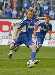 03.04.2010, Veltins Arena, Gelsenkirchen, GER, 1.FBL, Schalke 04 vs Borussia M^nchengladbach, im Bild: 3:1 11 Meter Elfmeter Tor von Ivan Rakitic (Schalke - CRO/SUI #10), EXPA Pictures © 2010, PhotoCredit: EXPA/ nph/  Scholz  *** Local Caption *** / SPORTIDA PHOTO AGENCY