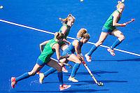RIO DE JANEIRO (Brazilie) - De dames  van Oranje trainen vanmiddag in het Olympische hockeystadion . Maria Verschoor aan de bal tussen Xan de Waard en rechts Margot van Geffen.   COPYRIGHT KOEN SUYK