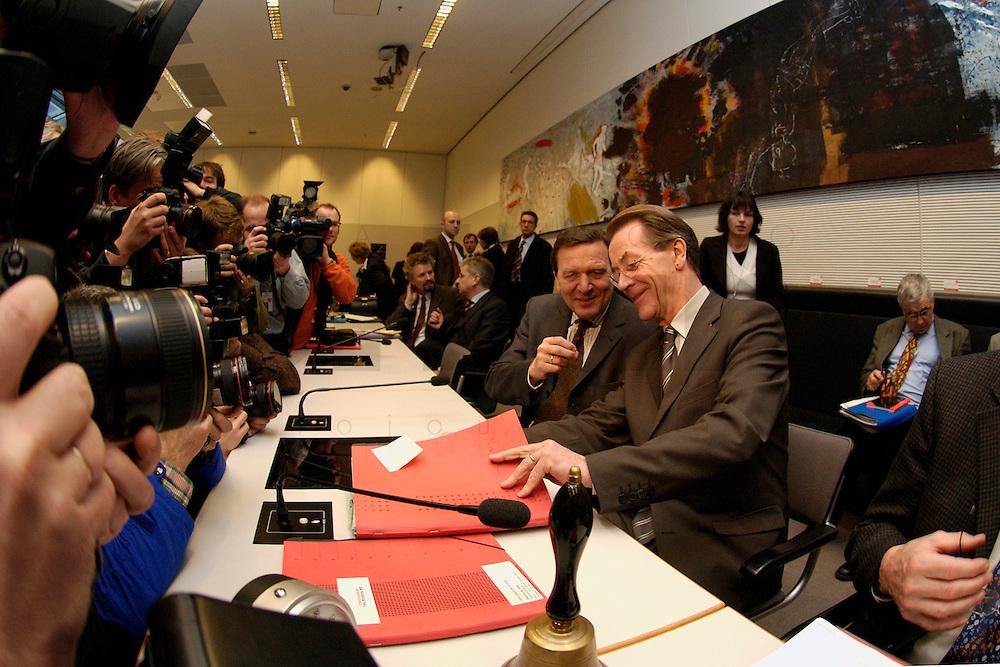 10 FEB 2004, BERLIN/GERMANY:<br /> Gerhard Schroeder (L), SPD, Bundeskanzler und Noch-Parteivorsitzender, und Franz Muentefering (R), SPD Fraktionsvorsitzender und desig. SPD Parteivorsitzender, mit Fotografen und Kameraleuten, vor Beginn der SPD Fraktionssitzung, Deutscher Bundestag<br /> IMAGE: 20040210-02-022<br /> KEYWORDS: Franz M&uuml;ntefering, Kamera, Camera, Fotografen, Gerhard Schr&ouml;der, Gespr&auml;ch, Gespraech