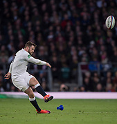 Twickenham, United Kingdom, Saturday, 3rd November 2018, RFU, Rugby, Stadium, England,  Elliot DALY, kicking a penalty, during the Quilter, Autumn International, England vs South Africa, © Peter Spurrier