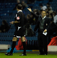 Photo: Jed Wee/Sportsbeat Images.<br /> Leeds United v Hereford United. Coca Cola League 1. 20/11/2007.<br /> <br /> Leeds manager Dennis Wise (R) feels the pressure as he complains to referee G Laws.