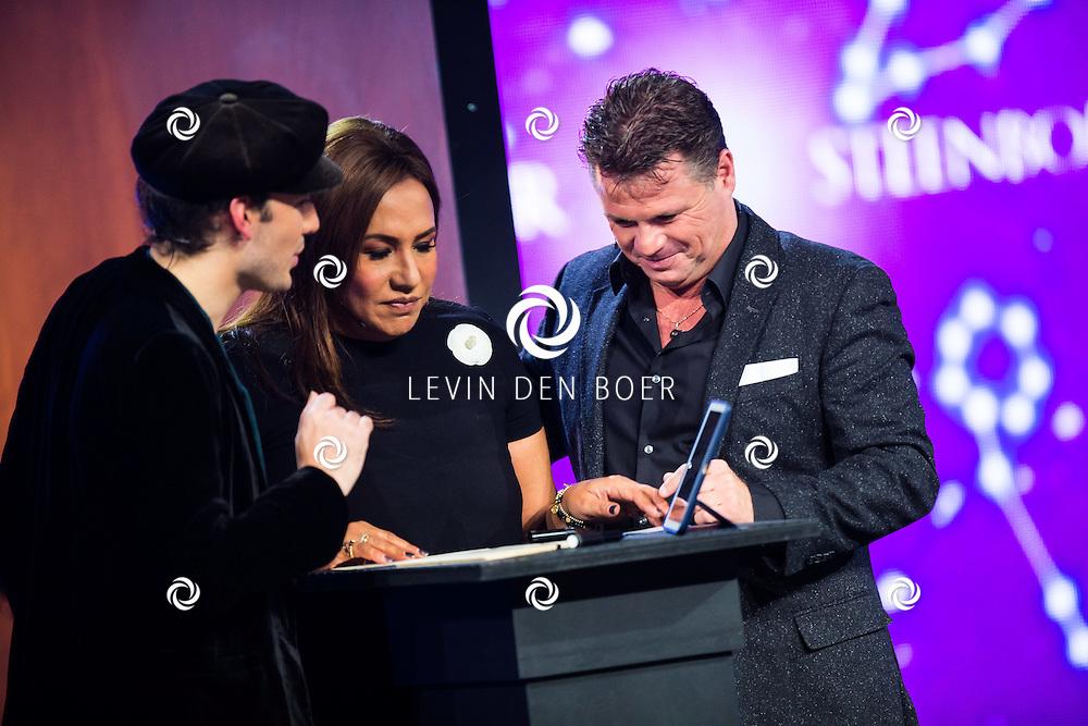 AALSMEER - Richard, Patty Brard en Wolter Kroes tijdens de liveshow van MindMasters. FOTO LEVIN DEN BOER - PERSFOTO.NU