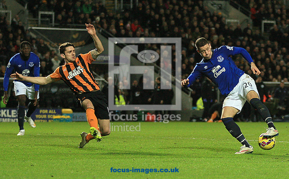 Ross Barkley of Everton twists and turns to get a shot on goal during the Barclays Premier League match at KC Stadium, Hull<br /> Picture by Richard Gould/Focus Images Ltd +44 7855 403186<br /> 01/01/2015