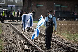 "12.04.2018, Konzentrationslager Auschwitz, Oswiecim, POL, ""March of the living"" am Weg aus dem ehemaligen deutschen Nazi-Todeslager Auschwitz I nach Auschwitz II - Birkenau, im Bild ein israelischer Soldat auf den Gleisen nach Auschwitz-Birkenau// during the 'March of the Living' from the former German Nazi death camp Auschwitz I to Auschwitz II - Birkenau at the concentration camp in Oswiecim, Poland on 2018/04/12. EXPA Pictures © 2018, PhotoCredit: EXPA/ Florian Schroetter"