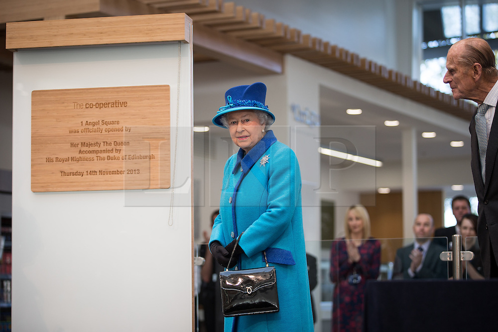 © Licensed to London News Pictures . 14/11/2013 . Manchester , UK . The Queen unveils the official opening plaque . Queen Elizabeth II and the Duke of Edinburgh visit the Coop building at 1 Angel Square , Manchester , this morning ( 14th November 2013 ) . Photo credit : Joel Goodman/LNP