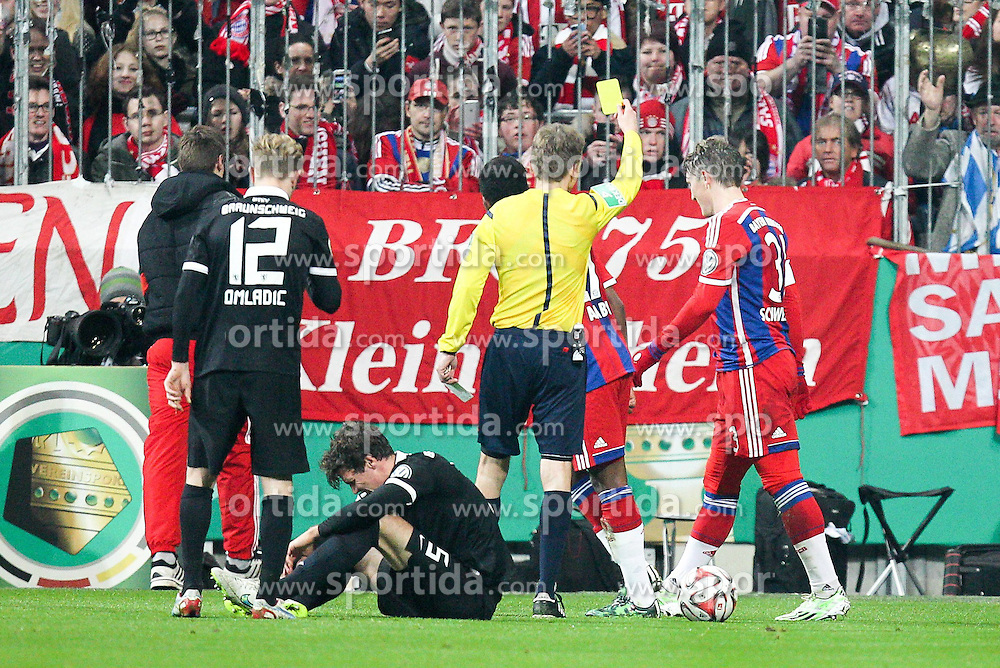 04.03.2015, Allianz Arena, M&uuml;nchen, GER, DFB Pokal, FC Bayern Muenchen vs Eintracht Braunschweig, Achtelfinale, im Bild gelbe Karte, Verwarnung, Bastian Schweinsteiger #31 (FC Bayern Muenchen)// during German DFB Pokal last sixteen match between FC Bayern Muenchen and Eintracht Braunschweig at the Allianz Arena in M&uuml;nchen, Germany on 2015/03/04. EXPA Pictures &copy; 2015, PhotoCredit: EXPA/ Eibner-Pressefoto/ Kolbert<br /> <br /> *****ATTENTION - OUT of GER*****
