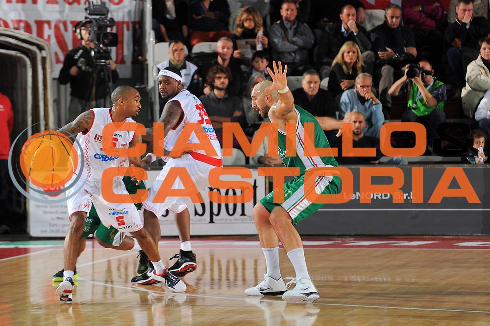 DESCRIZIONE : Varese Lega A 2010-11 Cimberio Varese Montepaschi Siena<br /> GIOCATORE : Phil Goss<br /> SQUADRA : Cimberio Varese<br /> EVENTO : Campionato Lega A 2010-2011<br /> GARA : Cimberio Varese Montepaschi Siena<br /> DATA : 30/10/2010<br /> CATEGORIA : Palleggio<br /> SPORT : Pallacanestro<br /> AUTORE : Agenzia Ciamillo-Castoria/A.Dealberto<br /> Galleria : Lega Basket A 2010-2011<br /> Fotonotizia : Varese Lega A 2010-11 Cimberio Varese Montepaschi Siena<br /> Predefinita :