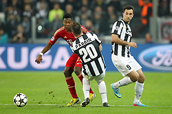 10.04.2013, Juventus Stadium, Turin, ITA, UEFA Champions League, Juventus Turin vs FC Bayern Muenchen, Viertelfinale, Rueckspiel, im Bild Zweikampf zwischen links David ALABA #27 (FC Bayern Muenchen) und Simone PADOIN #20 (Juventus Turin) rechts im Bild Mirko VUCINIC #9 (Juventus Turin) // during the UEFA Champions League best of eight 2nd leg match between Juventus FC and FC Bayern Munich at the Juventus Stadium, Torino, Italy on 2013/04/10. EXPA Pictures © 2013, PhotoCredit: EXPA/ Eibner/ Kolbert..***** ATTENTION - OUT OF GER *****