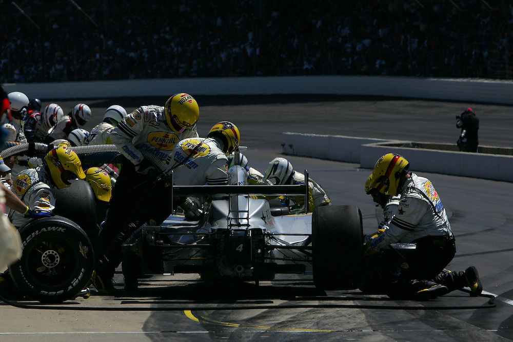 Tomas Scheckter pits at the Indianapolis Motor Speedway, Indianapolis 500, May 29, 2005