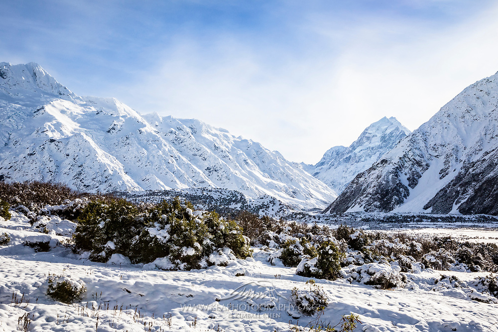 Winter snow blankets Mount Cook and the surrounding mountain ranges, New Zealand.