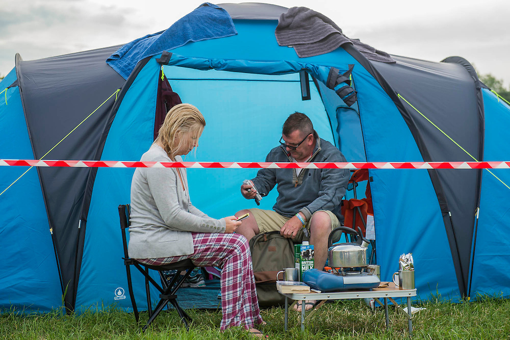 Civilised breakfast. The 2015 Glastonbury Festival, Worthy Farm, Glastonbury.