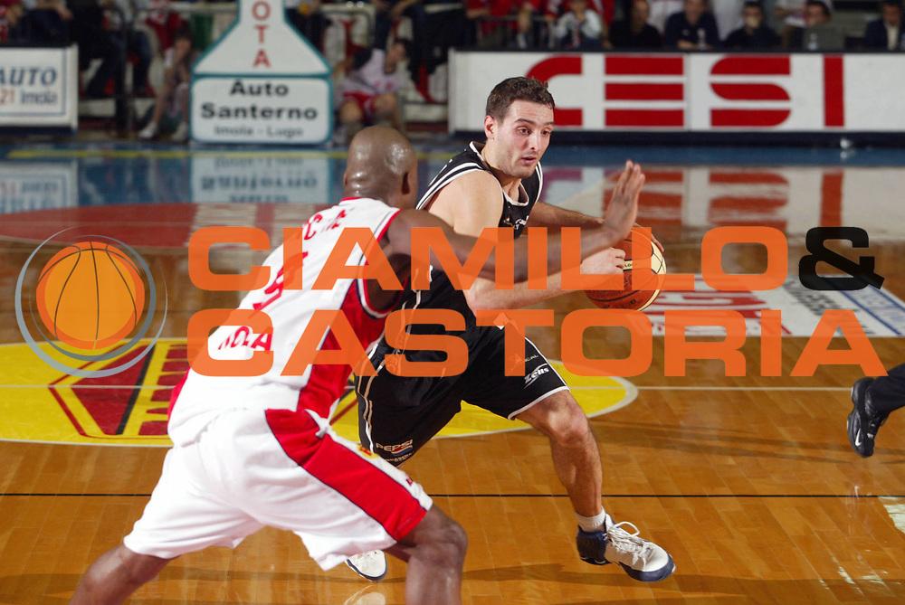 DESCRIZIONE : Faenza Lega A2 2005-06 Zarotti Imola Pepsi Caserta <br /> GIOCATORE : Bencaster <br /> SQUADRA : Pepsi Caserta <br /> EVENTO : Campionato Lega A2 2005-2006 <br /> GARA : Zarotti Imola Pepsi Caserta <br /> DATA : 29/01/2006 <br /> CATEGORIA : Palleggio <br /> SPORT : Pallacanestro <br /> AUTORE : Agenzia Ciamillo-Castoria/M.Marchi <br /> Galleria : Lega Basket A2 2005-2006 <br /> Fotonotizia : Faenza Campionato Italiano Lega A2 2005-2006 Zarotti Imola Pepsi Caserta <br /> Predefinita :