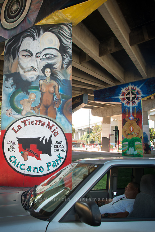 """hicano Park ist ein Park rund um die San Diego-Coronado Bridge in Barrio Logan, Kalifornien. Der Park bedeckt eine Fläche von 7,9 Acres (3 ha) und wird überwiegend von mexikanischen Amerikanern und mexikanischen Immigranten von San Diego genutzt. Im Park befindet sich die größte Sammlung von Freiluft-Wandmalereien (72 """"Murals"""") im Land,"""
