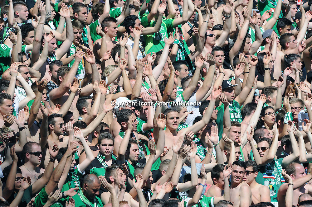 AMBIANCE SUPPORTERS Saint Etienne  - 12.04.2015 - Saint Etienne / Nantes - 32eme journee de Ligue 1 <br />