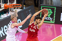 28.03.2016, Telekom Dome, Bonn, GER, Beko Basketball BL, Telekom Baskets Bonn vs FC Bayern Muenchen, 23. Runde, im Bild Maximilian Kleber (FC Bayern Muenchen #42) beim Rebound gegen Aarib White (Telekom Baskets Bonn #13) // during the Beko Basketball Bundes league 23th round match between Telekom Baskets Bonn and FC Bayern Munich at the Telekom Dome in Bonn, Germany on 2016/03/28. EXPA Pictures © 2016, PhotoCredit: EXPA/ Eibner-Pressefoto/ Schüler<br /> <br /> *****ATTENTION - OUT of GER*****