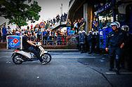 HAMBURG  riots g 20 pizza domino's HAMBURG - Protesten en veel politie in Hamburg in aanloop naar de G20 Top.