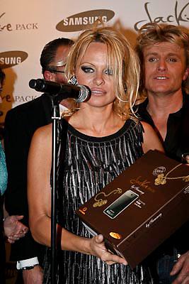 NLD/Amsterdam/20081211 - Miljonairfair 2008, hans klok en Pamela Anderson
