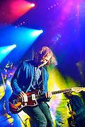 Nederland, Ewijk, Beuningen, 25-6-2016 Het festival Down the Rabbit Hole , dtrh . De organisatie had veel moeite gedaan de water en modderoverlast, veroorzaakt door de hoosbuien van afgelopen week, tot een minimum te beperken . Helaas regende het vandaag tegen de verwachting in toch en werd het terrein een modderpoel...Deze zaterdag werd afgesloten door de band, indieband, The National met leadzanger Matt Berninger Foto: Flip Franssen