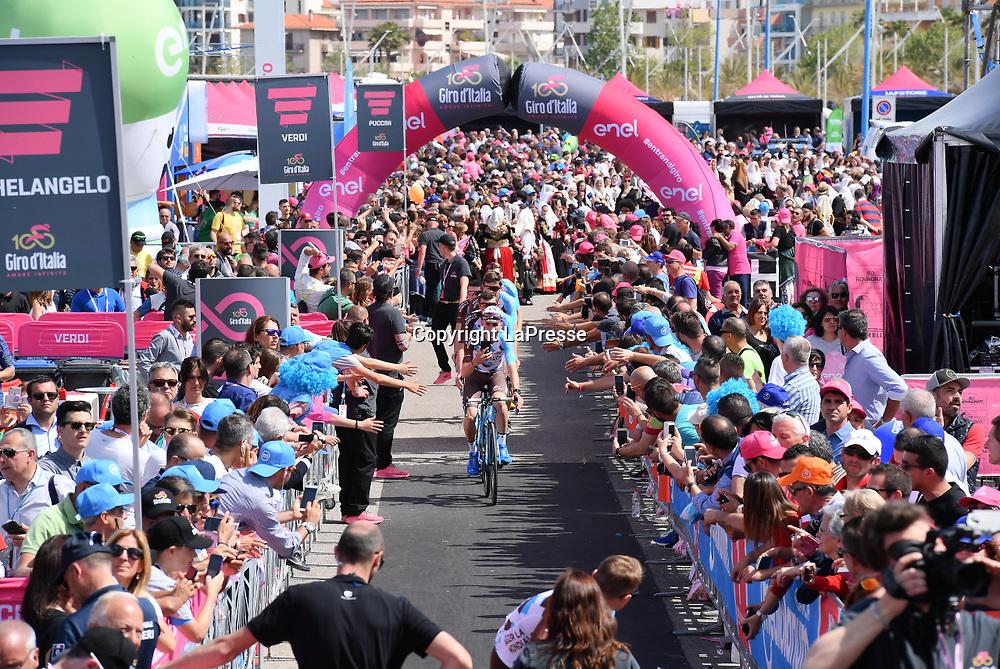 Foto LaPresse - Gian Mattia D'Alberto<br /> 05/05/2017 Alghero-Olbia  (Italia)<br /> Sport Ciclismo<br /> Giro d'Italia 2017 - 100a edizione -  Tappa 1 - da<br /> Alghero a Olbia -  206 km ( 128 miglia )<br /> Nella foto: la gara<br /> <br /> Photo LaPresse - Gian Mattia D'Alberto<br /> 05/05/2017 Alghero-Olbia ( Italy ) <br /> Sport Cycling<br /> Giro d'Italia 2017 - 100th edition -  Stage 1 -  <br /> Alghero to Olbia -  206 km ( 128 miles )<br /> In the pic: the competition