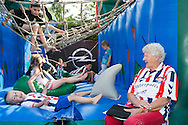Willem II Open dag - Koningsdag 2015 - Supporters, spelerspresentatie, handtekeningen, actracties, kinderen, jonge supporters, springkussens<br /> <br /> foto: Geert van Erven
