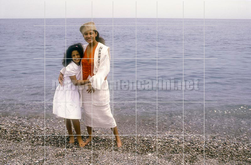 Actress Iris Peynado and her daughter (1986) / L'attrice Iris Peynado con sua figlia (1986) - © Marcello Mencarini