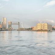 Skyline Rotterdam Nieuwe Maas met De Hef.