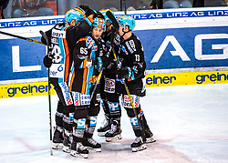 29.02.2020, Keine Sorgen Eisarena, Linz, AUT, EBEL, EHC Liwest Black Wings Linz vs Fehervar AV 19, Zwischenrunde, 10. Qualifikationsrunde, im Bild Linz feiert das 2 zu 0 durch Dan DaSilva (EHC Liwest Black Wings Linz) // during the Erste Bank Eishockey League Intermediate round, 10th qualifying round match between EHC Liwest Black Wings Linz and Fehervar AV 19 at the Keine Sorgen Eisarena in Linz, Austria on 2020/02/29. EXPA Pictures © 2020, PhotoCredit: EXPA/ Reinhard Eisenbauer