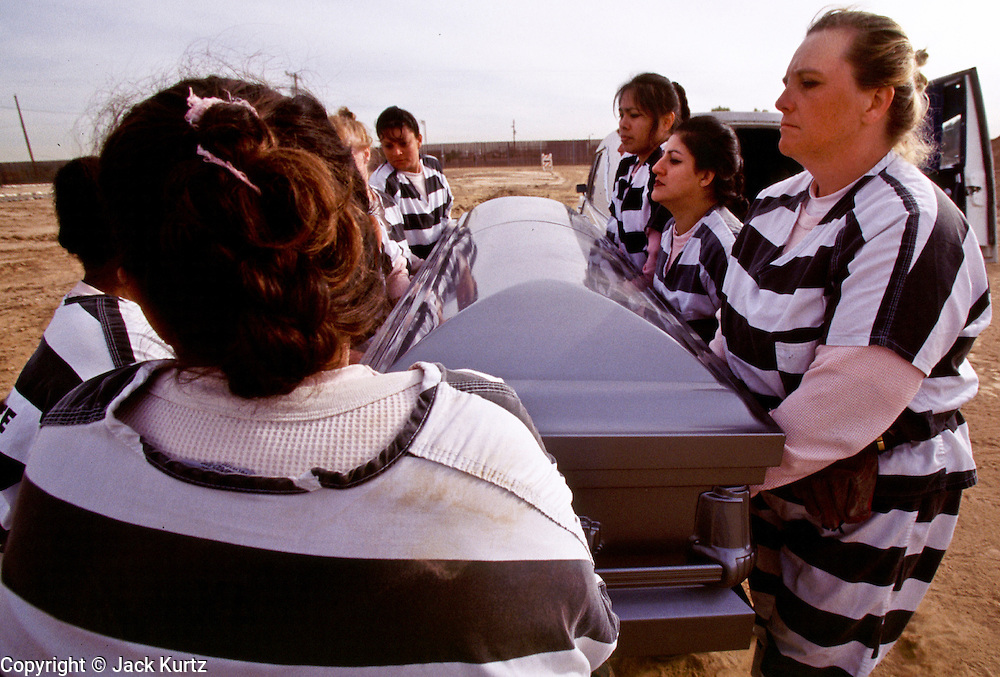"01 NOVEMBER 1999  - PHOENIX, ARIZONA, USA: Members of the women chain gang in Maricopa County, Phoenix, AZ, bury a homeless person in the county's ""Potter's Field"" or cemetery for the indigent. Maricopa county sheriff Joe Arpaio claims to have the only women's chain gang in the United States. He has been criticized for the chain gang but claims to be an ""equal opportunity incarcerator."" He has said that if puts men on a chain gang he will also put women on a chain gang. The women are prisoners in the county jail and volunteer for duty on the chain gang because it gets them out of the jail for six hours a day. The chain gang also buries the county's homeless and indigents.   © Jack Kurtz  WOMEN   PRISON   CIVIL RIGHTS  SOCIAL ISSUES    POVERTY"