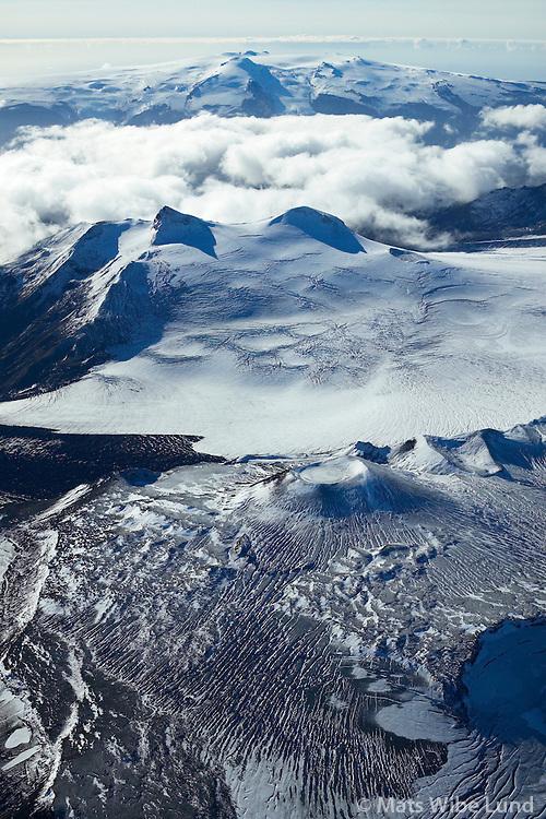 Tindfjallajökull séð til suðurs að Eyjafjallajökull /.Tindfjallajokull glacier viewing south towards Eyjafjallajokull, Highlands.