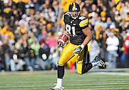 October 31, 2009: Iowa tight end Tony Moeaki (81) runs on a 19 yd reception during the second half of the Iowa Hawkeyes' 42-24 win over the Indiana Hoosiers at Kinnick Stadium in Iowa City, Iowa on October 31, 2009.