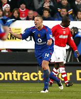 Photo: Chris Ratcliffe.<br />Charlton Athletic v Manchester United. The Barclays Premiership. 19/11/2005.<br />Alan Smith celebrates scoring the opener