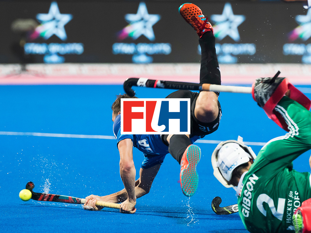 Odisha Men's Hockey World League Final Bhubaneswar 2017<br /> Match id:14<br /> England v Argentina , Quater Final<br /> Foto: Lucas Vila (Arg) stopped by keeper Harry Gibson (Eng) and gets a penalty stroke. <br /> WSP COPYRIGHT KOEN SUYK