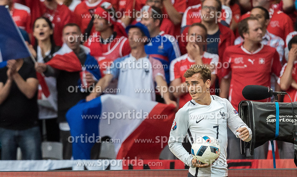 19.06.2016, Stade Pierre Mauroy, Lille, FRA, UEFA Euro, Frankreich, Schweiz vs Frankreich, Gruppe A, im Bild Antoine Griezmann (FRA) // Antoine Griezmann (FRA) during Group A match between Switzerland and France of the UEFA EURO 2016 France at the Stade Pierre Mauroy in Lille, France on 2016/06/19. EXPA Pictures © 2016, PhotoCredit: EXPA/ JFK