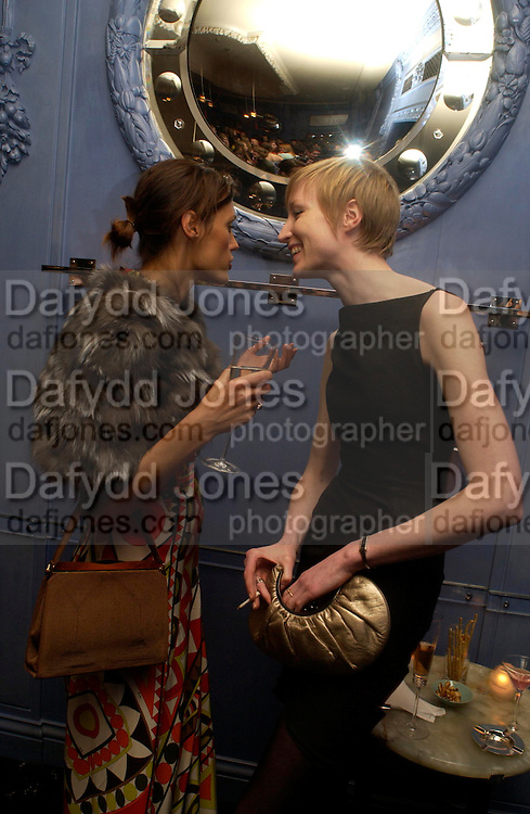 Yasmin le Bon and  Jade Parfait. Zac Posen Spring/ Summer collection launch party. The Blue Bar, Berkeley Hotel. London. 7 March 2004. Dafydd Jones,  ONE TIME USE ONLY - DO NOT ARCHIVE  © Copyright Photograph by Dafydd Jones 66 Stockwell Park Rd. London SW9 0DA Tel 020 7733 0108 www.dafjones.com