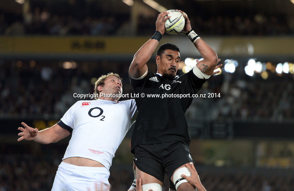 Jerome Kaino wins lineout ball. New Zealand All Blacks versus England. Rugby Union. 1st test match of the Steinlager Series at Eden Park, Auckland. New Zealand. Saturday 7 June 2014. Photo: Andrew Cornaga/Photosport.co.nz