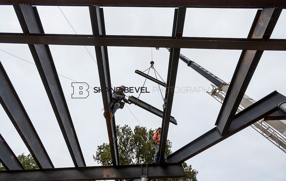 10/7/16 10:15:03 AM -- Steel installation on the Williams Lodge, foundations in the Adventure Playground, Peggy's Pond<br /> <br /> Photo by Shane Bevel