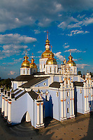 Ukraine, Kiev, le monastère Saint-Michel au Dôme d'Or. // Ukraine, Kiev, St Michael Monastery and golden domes.