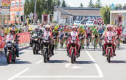 05.07.2017, Altheim, AUT, Ö-Tour, Österreich Radrundfahrt 2017, 3. Etappe von Wieselburg nach Altheim (226,2km), im Bild Peloton Start // Peloton Start during the 3rd stage from Wieselburg to Altheim (199,6km) of 2017 Tour of Austria. Altheim, Austria on 2017/07/05. EXPA Pictures © 2017, PhotoCredit: EXPA/ JFK