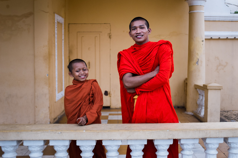 Buddhist monks in Cambodia live in wats, traditional buiding complex were they have residences, a hall for eating and for the classes, and the temple for pray and meditate. They live a regulated lifestyle with more than than 200 rules to observe. <br />