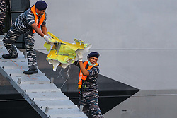 November 1, 2018 - Jakarta, Indonesia - Indonesian navy personnel carries a piece of wreckage from Lion Air's flight JT610 at Tanjung Priok Harbour. The plane crashed into the sea just minutes after taking off from Indonesia's capital. (Credit Image: © Andrew Lotulung/NurPhoto via ZUMA Press)