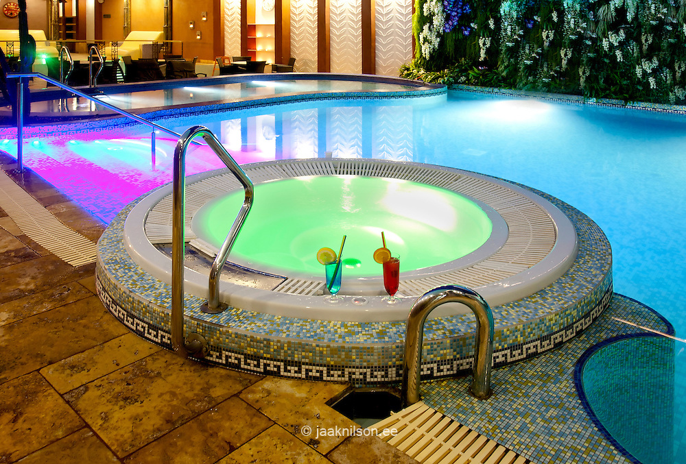 Large swimming pool and thermal bath in spa hotel in - Hotels in bath with swimming pool ...