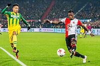 ROTTERDAM - Feyenoord - ADO Den Haag , Voetbal , KNVB Beker , Seizoen 2016/2017 , De Kuip , 14-12-2016 , Feyenoord speler Eljero Elia (r) met voorzet voor ADO Den Haag speler Tyronne Ebuehi (l) langs