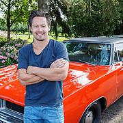 NLD/Zoelen/20150902 - Persdag RTL Eigen Huis en Tuin, klusser Thomas Verhoef voor zijn amerikaanse auto
